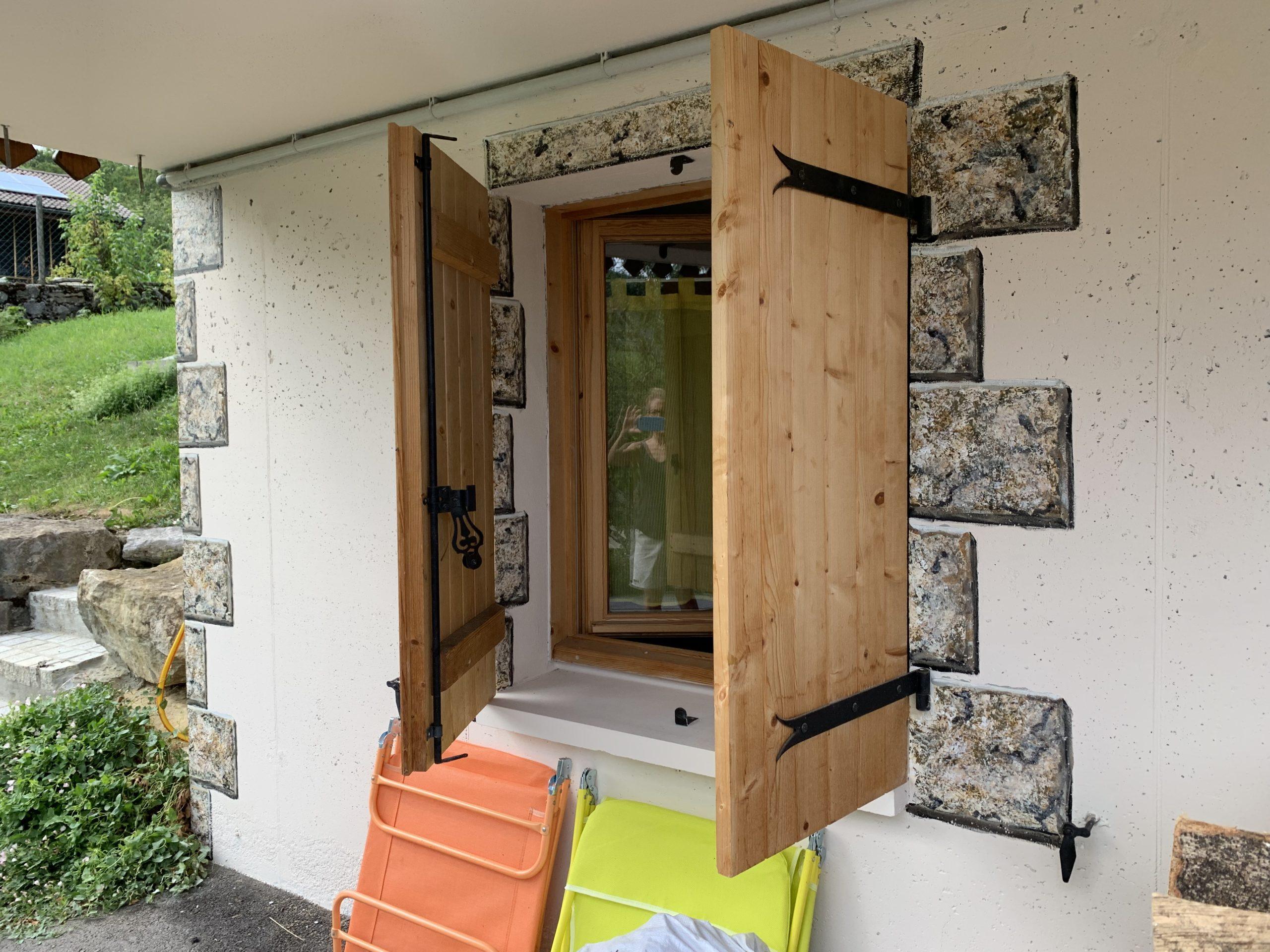 Imitation de pierres sur façade, peinture et enduit de chaux