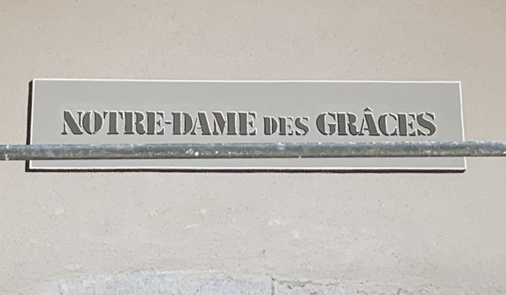 Détail du lettrage Restauration de la Chapelle Ramponnet - Menthon St B. - peinture minérale