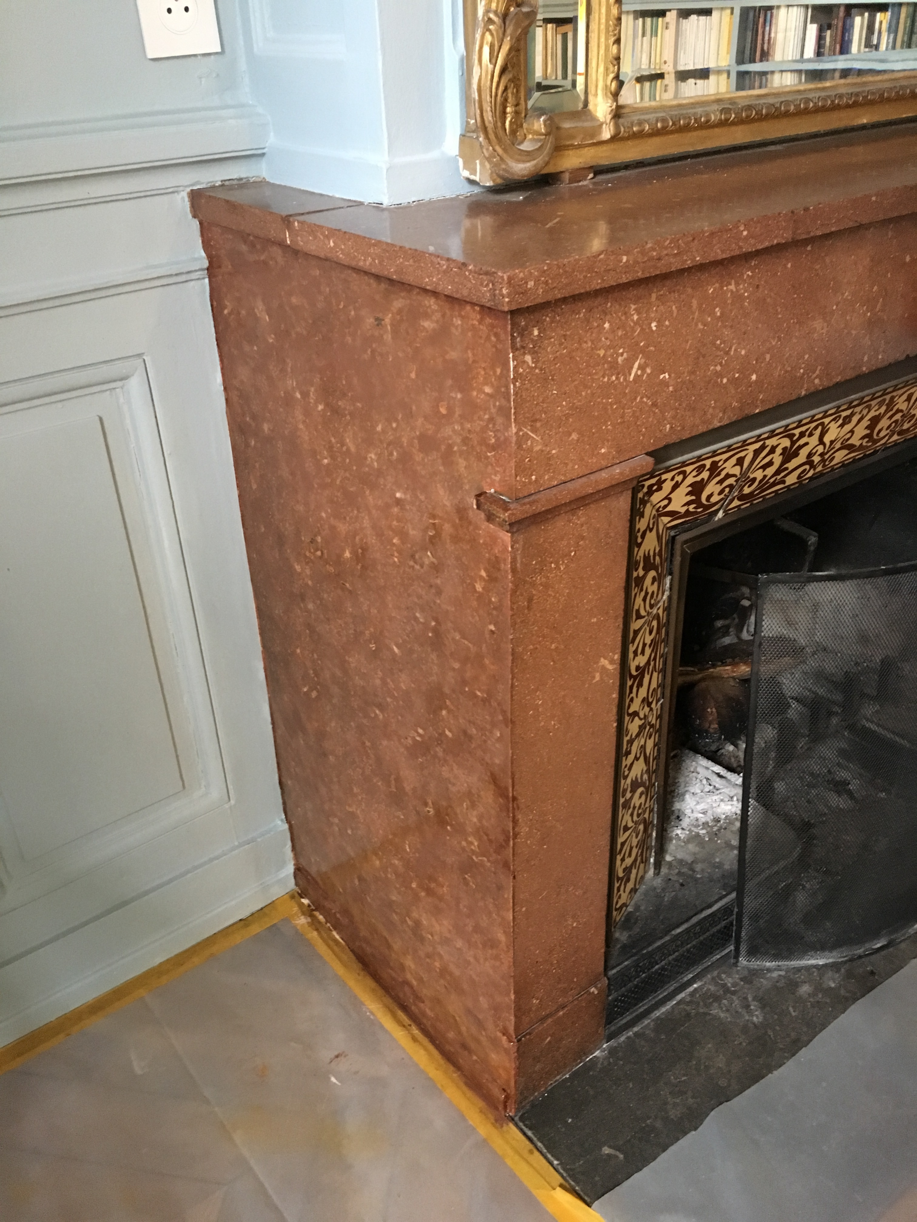 marble imitation on fireplace jambs